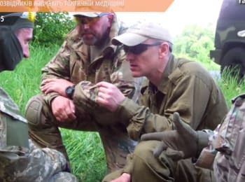 Украинский разведчиков учат тактической медицине перед отправлением в АТО