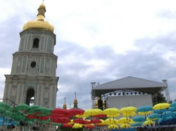 Celebrating the Day of Kyiv at st.Sophia Square, dancing and mass anthem
