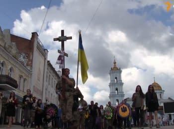 Сотни сумчан пришли проститься с погибшим солдатом АТО