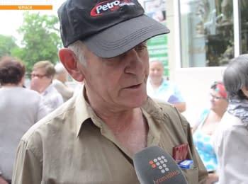 Очереди за провизией: Как британец помогает переселенцам из Донбасса