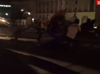 """In Kiev unidentified young men within a few minutes broke up the """"third Maidan"""""""