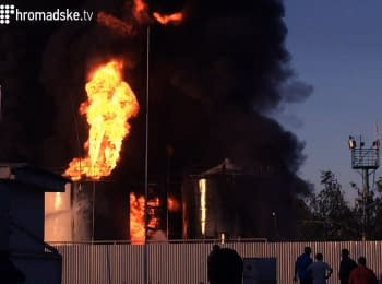Пожежу на нафтобазі під Києвом досі не можуть загасити