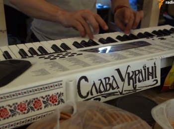 "Гимн Украины на синтезаторе от бойца ""Донбасса"""
