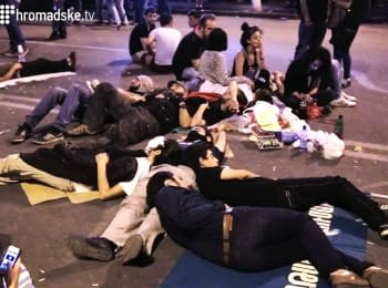 """""""Electric Maidan"""" in Yerevan: second night after the dispersal"""