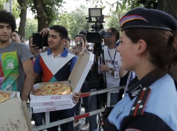 Yerevan: pizza and ice cream for police