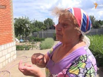 Жителі Станиці Луганської саджають квіти та картоплю під артилерійськими обстрілами