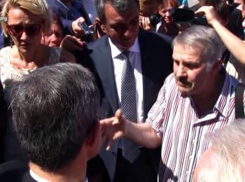 Sevastopol resident to french delegation: We will never give the Sevastopol back