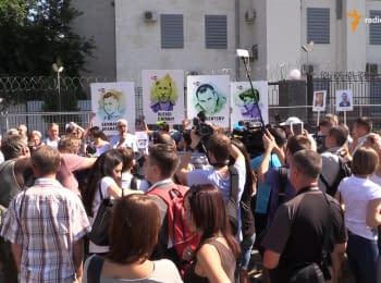 """""""Росії, ганьба"""" – учасники мітингу в підтримку Сенцова та Кольченка"""