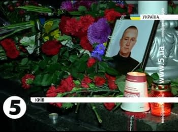 Kievans all night were carrying flowers to the Verkhovna Rada