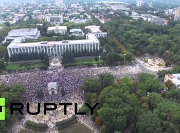 Anti-government protest in Moldovan capital Chisinau (footage from a drone)