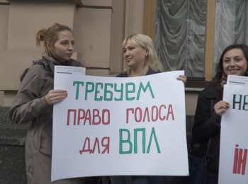 IDP's demanded the right to vote near the Verkhovna Rada