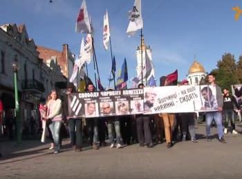 В Сумах активисты прошли маршем в поддержку политзаключенных