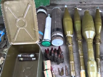 У Мар'їнці СБУ виявила схованку з гранатами