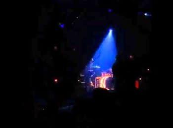 """Початок стрільби в залі """"Батаклан"""" під час виступу гурту """"Eagles of death metal"""" (18+)"""