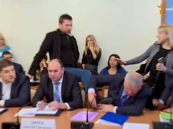 Володимир Парасюк вдарив ногою представника СБУ Василя Пісного