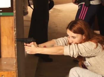 """Пистолет собираю за 14 секунд"" - майдановка-полицейский"