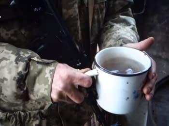 Военные и селяне на Донбассе сотрудничают, чтобы выжить зимой