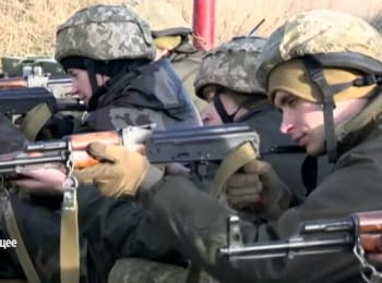 Ukrainian militaries learn from the US instructors