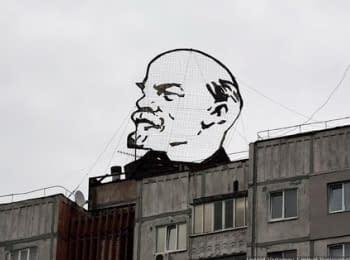 """В Кременчуге снесли """"голову Ленина"""""""