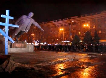 Monument to Grigory Petrovsky was toppled in Dnipropetrovsk