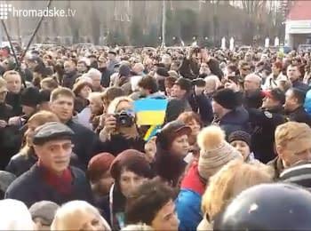 Посольство России в Киеве забросали яйцами