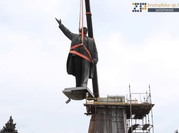 Monument to Lenin dismantled in Zaporizhya