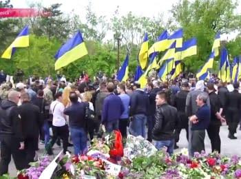 """Одеса відзначила 9 травня """"Безсмертним полком"""" і маршем у вишиванках"""