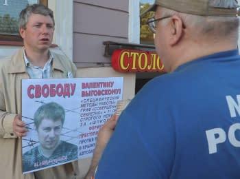 Серия одиночных пикетов в Санкт-Петербурге в защиту украинских политзаключенных в России