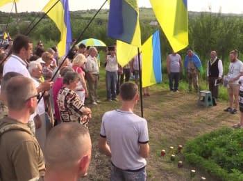 Возле Славянска открыли памятный знак погибшим десантникам