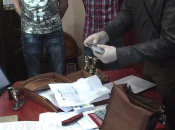 Video of detention of the deputy prosecutor Andriy Borovyk of Rivne region