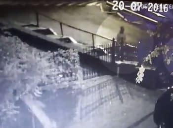В сети появилось видео якобы установки взрывчатки под машину Шеремета
