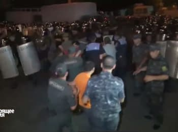 Clashes between police and protesters in Armenia