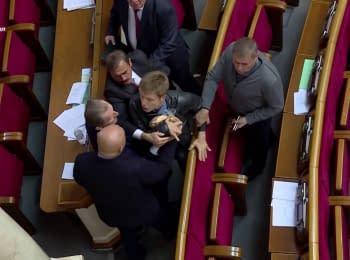Гончаренко побився з «опоблоком» і передав Скорику сухарі