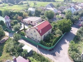 Будинок судді Петра Денисюка (м. Рівне, вул. Вишнева)