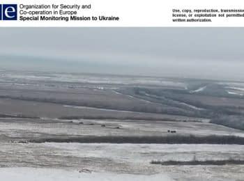 5 гаубиц обстреливают позиции украинских военных под Светлодарском - видео с беспилотника ОБСЕ