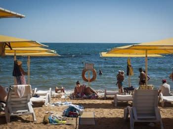 """""""Крим. Реалії"""": Крим без туристів і розбагатіла Аксьонова"""