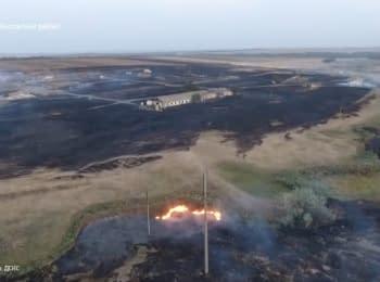 Последствия пожара на складе боеприпасов возле Мариуполя